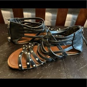 CANDIES STRAPPY SANDALS-USED 5.5